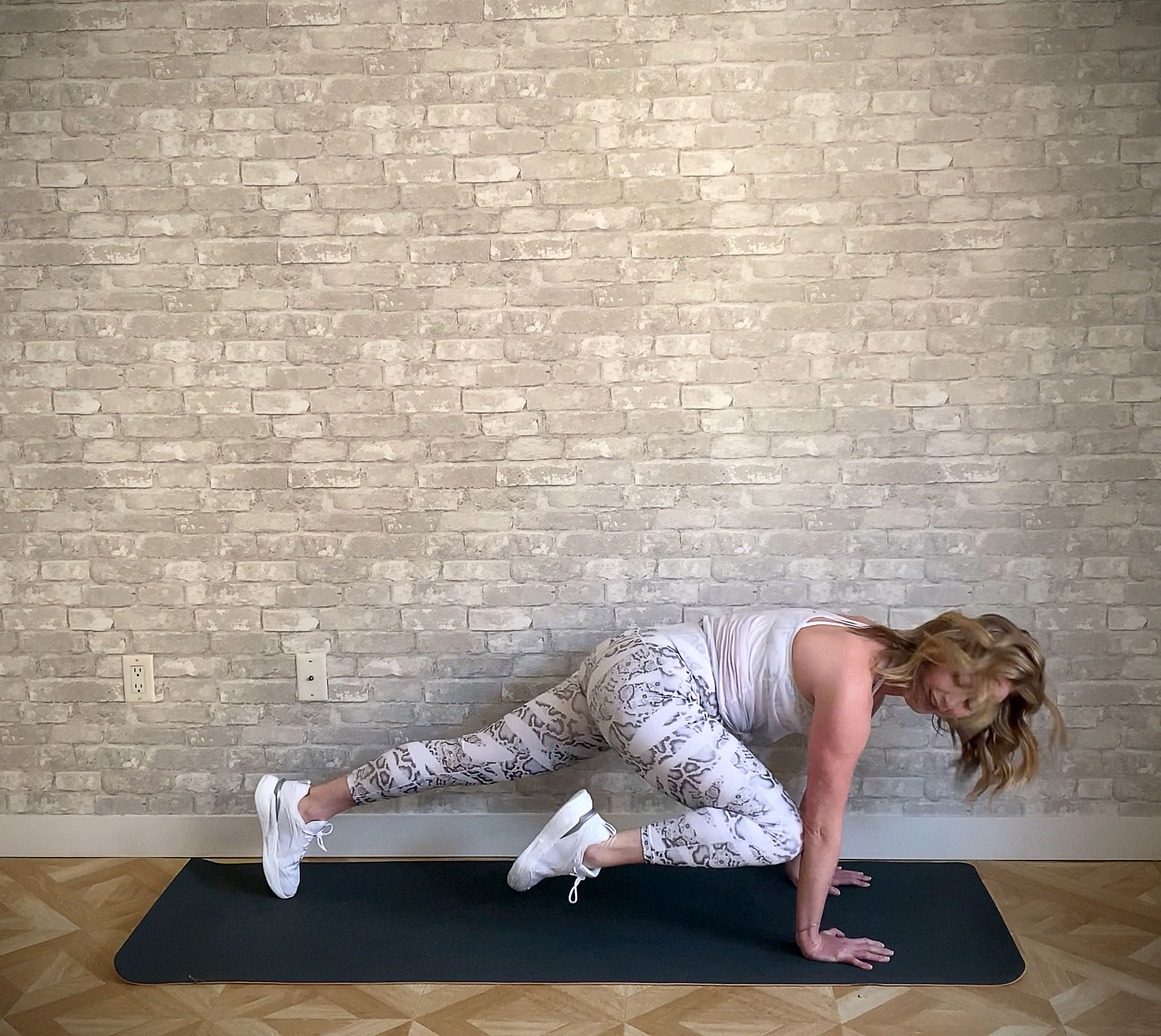 This is why mountain climbers are a must well, there are many reasons that make mountain climber the perfect exercise for weight loss and flat abs. Mountain Climbers Mountain Climber Variations For Runners