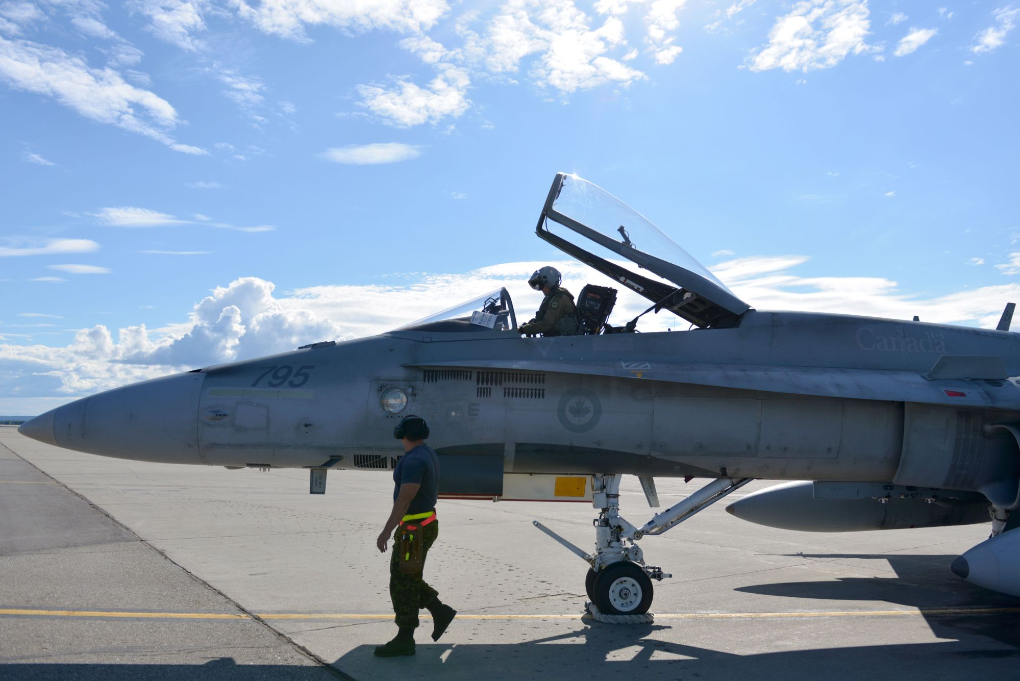 hight resolution of thanks to some questionable planning canada will fly the same f 18 jets for 50 years