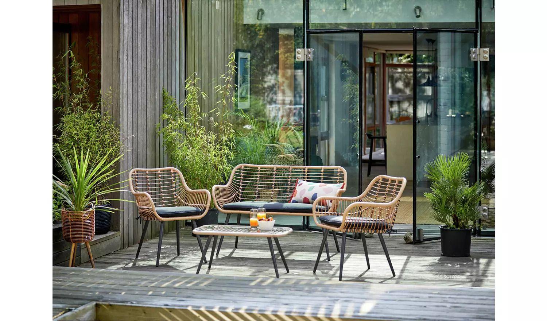 29 rattan garden furniture pieces for