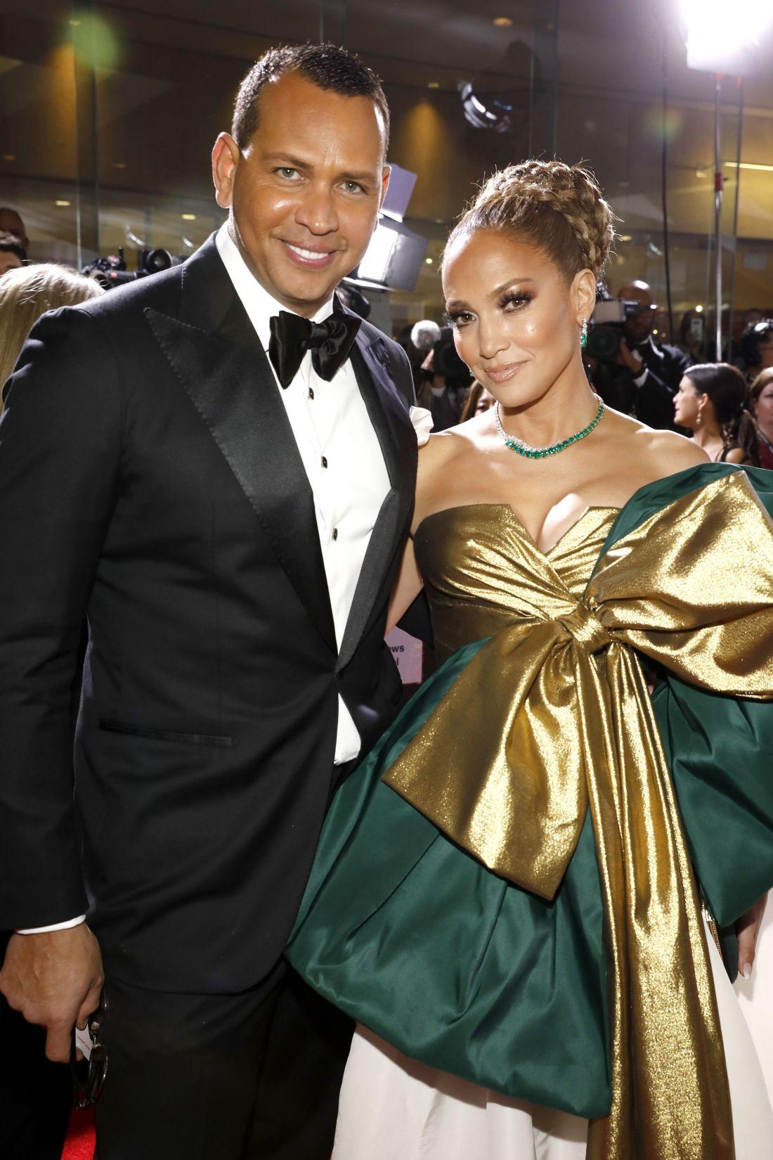 Jennifer Lopez Post Photos Without Her $1.8 Million Diamond Engagement Ring