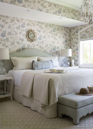 bedroom bedrooms bed statement accent wallpapers above interiors elledecor master quarto interior casal tapet styling head wallpapered parede traditional tropical
