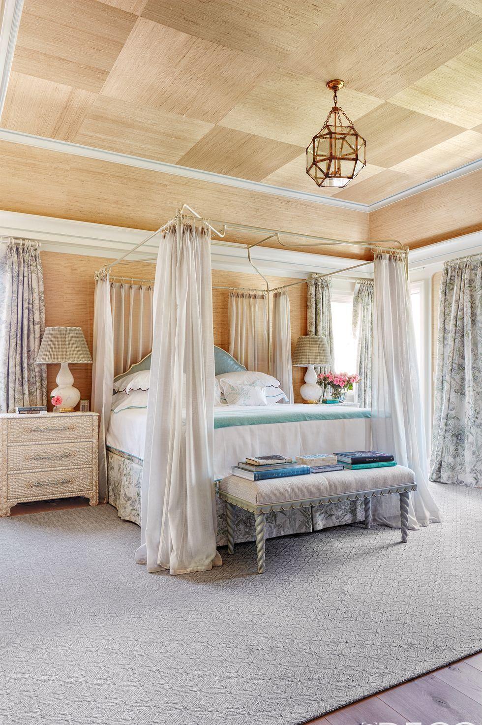 Bed, Furniture, Bedroom, Canopy bed, Room, Interior design, Ceiling, Property, Bed frame, Bed sheet,