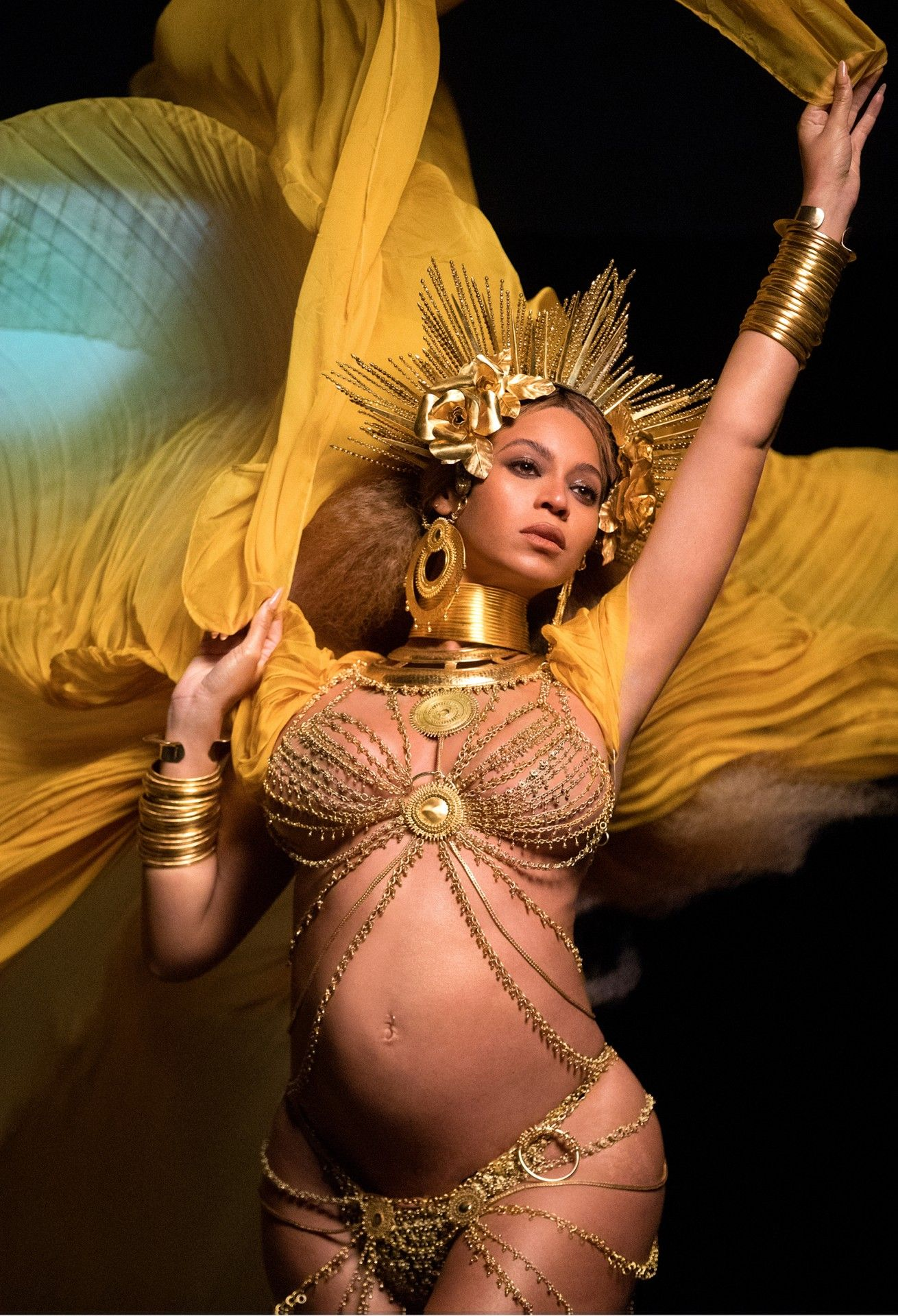 Beyonce Shares BTS Photos of 2017 Grammys Performance  Pregnant Beyonc Performs at Grammy Awards