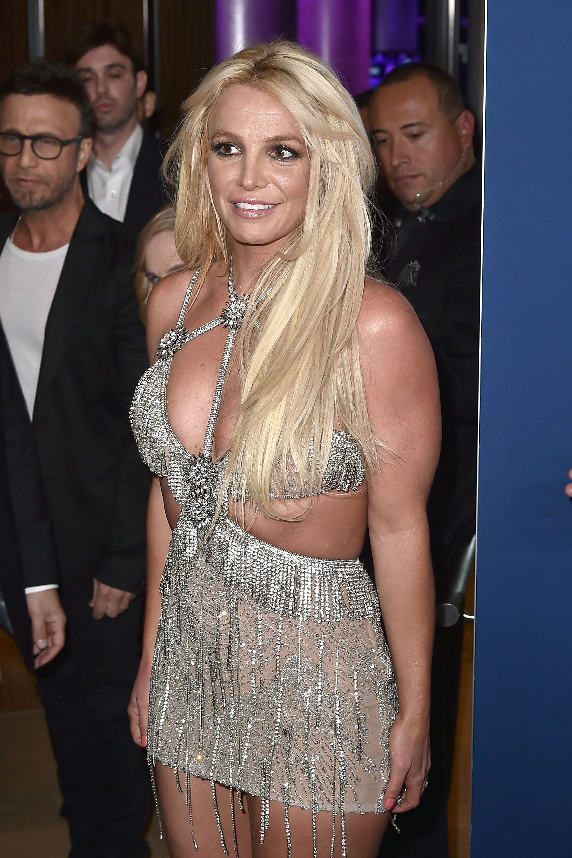 Photo of Britney Spears Succumbed to Quarantine and Cut Her Own Bangs