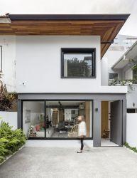 Una casa de planta abierta con patio interior Casas reformadas