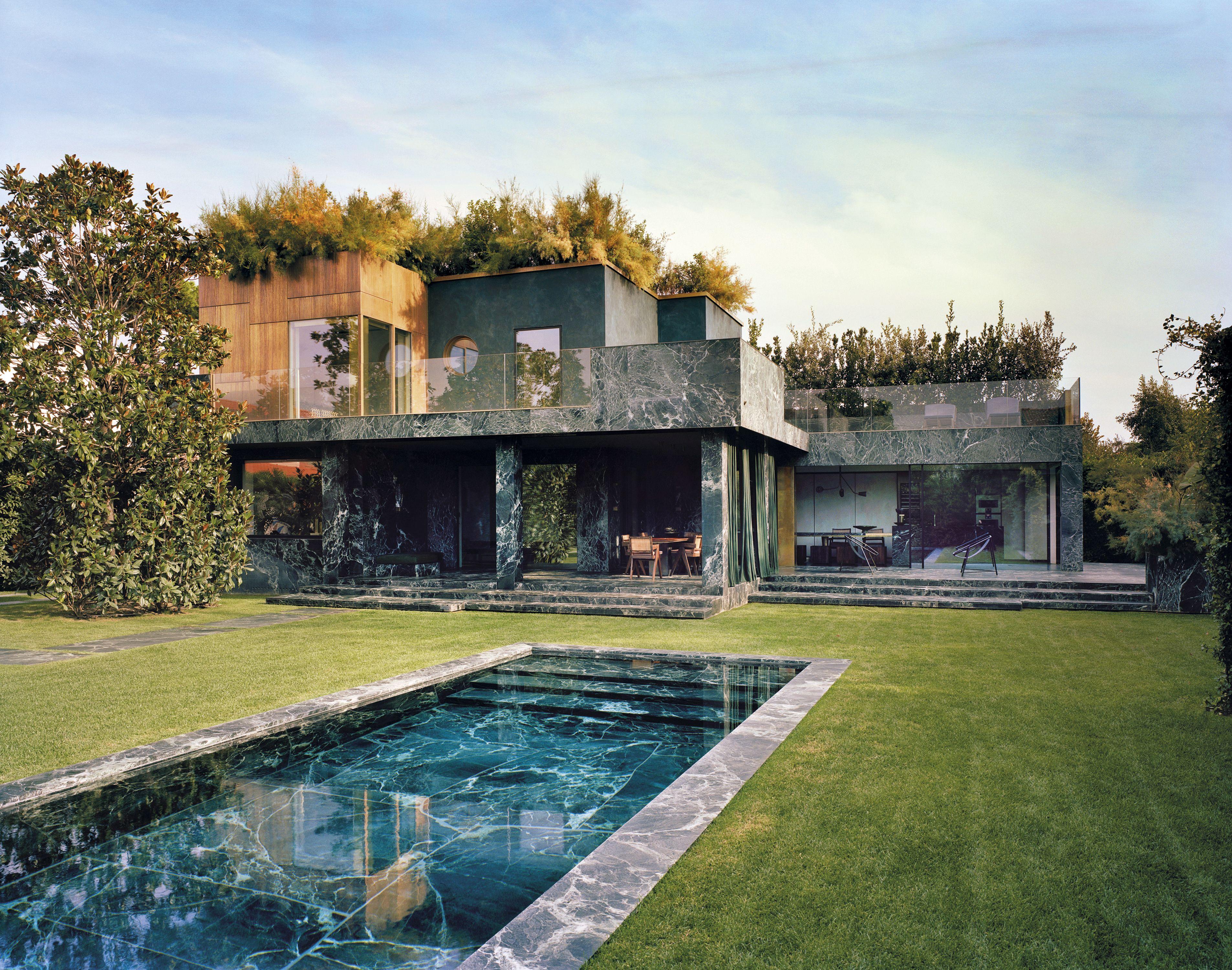 Una casa en la Toscana reformada con mrmol verde por Vincenzo de Cottis