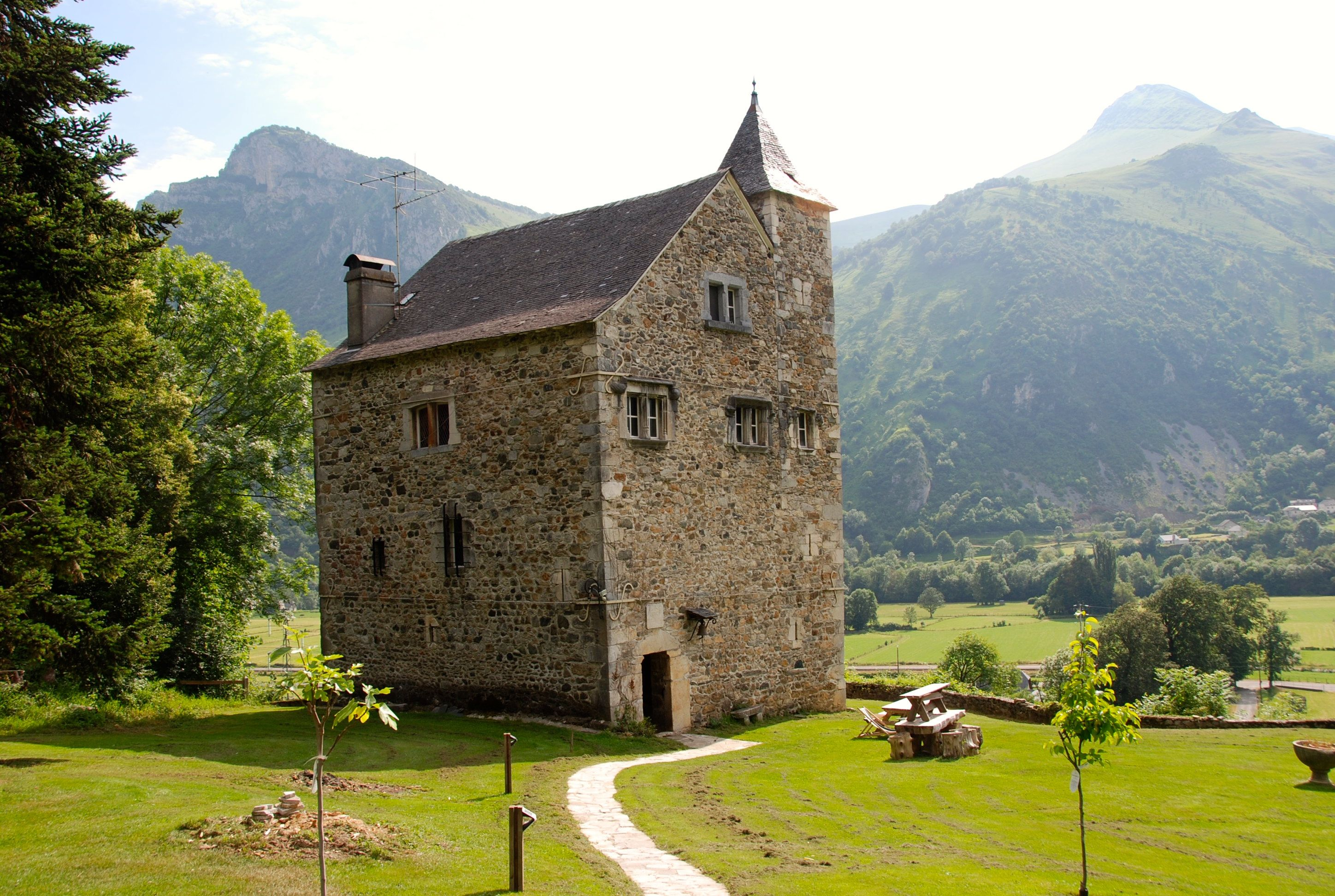 14th Century French Chateau For Sale Was Once The Kings