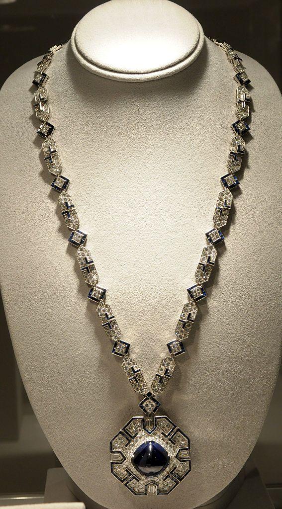 Elizabeth Taylor Jewelry Auction : elizabeth, taylor, jewelry, auction, Elizabeth, Taylor, Jewelry, Collection, Memorable, Jewels