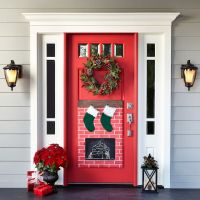 22 DIY Christmas Door Decorations