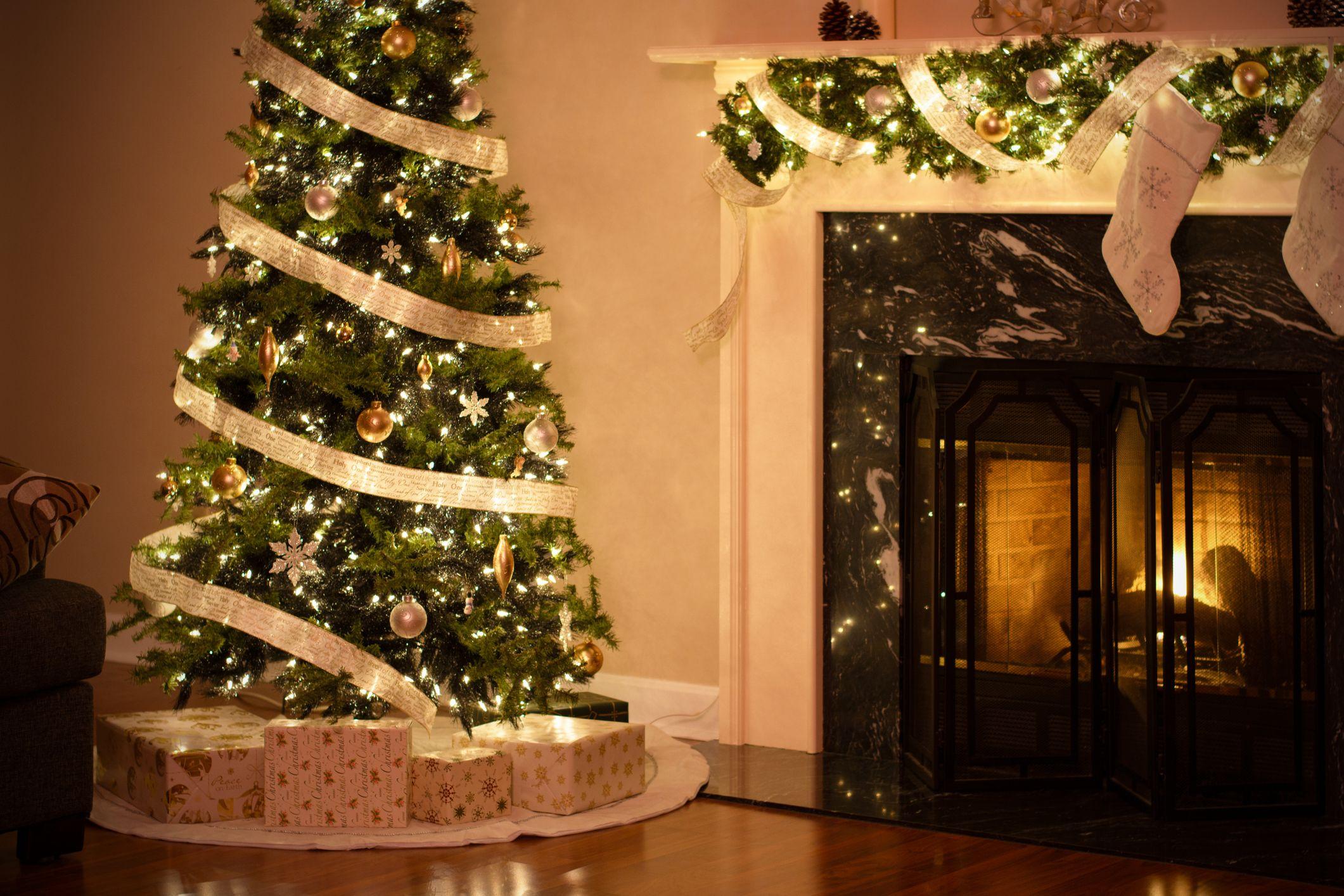 Christmas Mantels Decorating