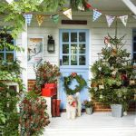 23 Best Christmas Porch Decorations 2020 Outdoor Christmas Decor For The Porch