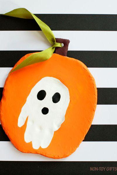 40 easy halloween crafts