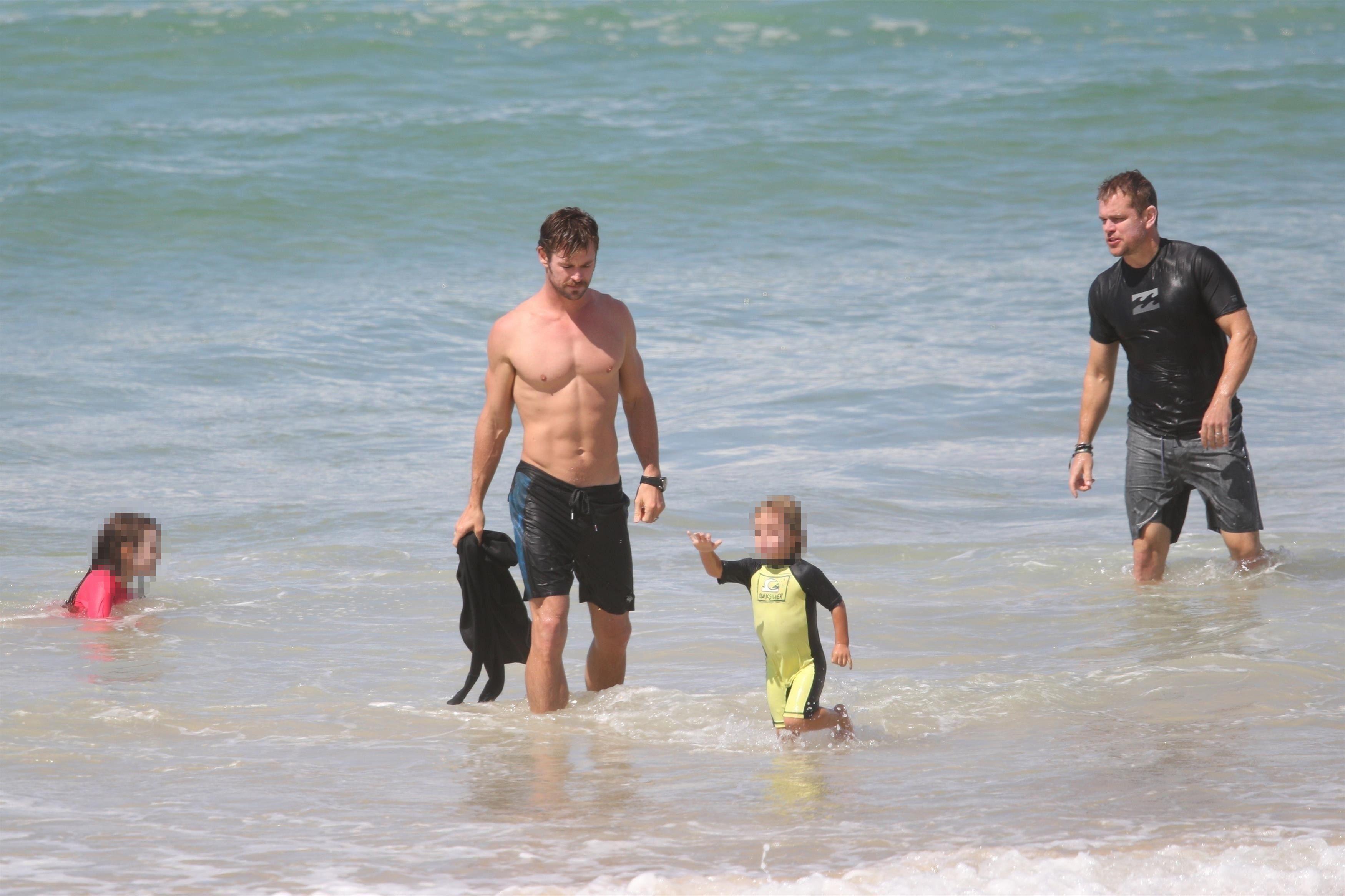 Chris Hemsworth And Matt Damon S Beach Vacation Was Better Than Yours