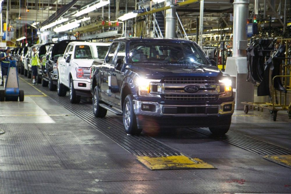 medium resolution of ford again recalls f 150 and super duty pickup trucks for second repair over engine block fire risk
