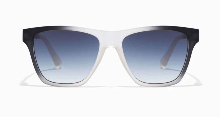 gafas de sol unisex con montura montura translúcida bicolor en negro y blanco con lentes degradadas azul oscuro