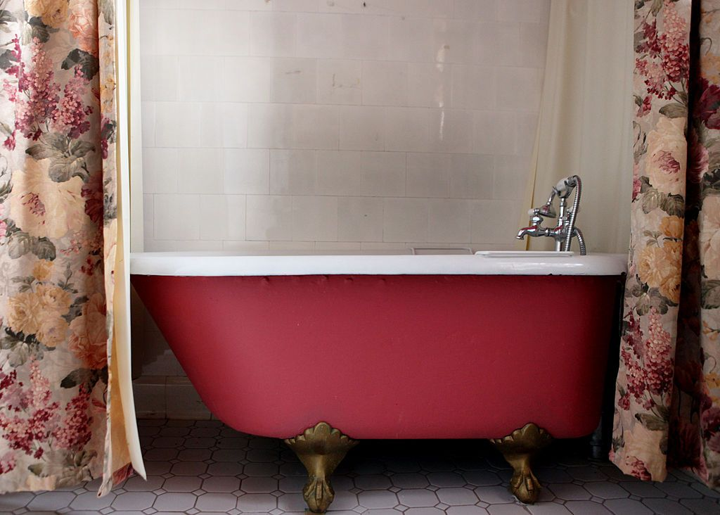 clawfoot tub pros and cons