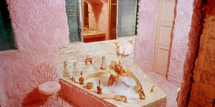 "History of Jayne Mansfield's ""Pink Palace"""