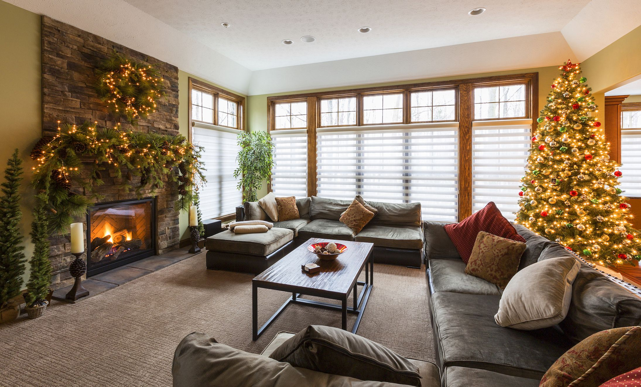 pictures of living room decorated for christmas large furniture sets 15 stunning rooms holiday decor ideas