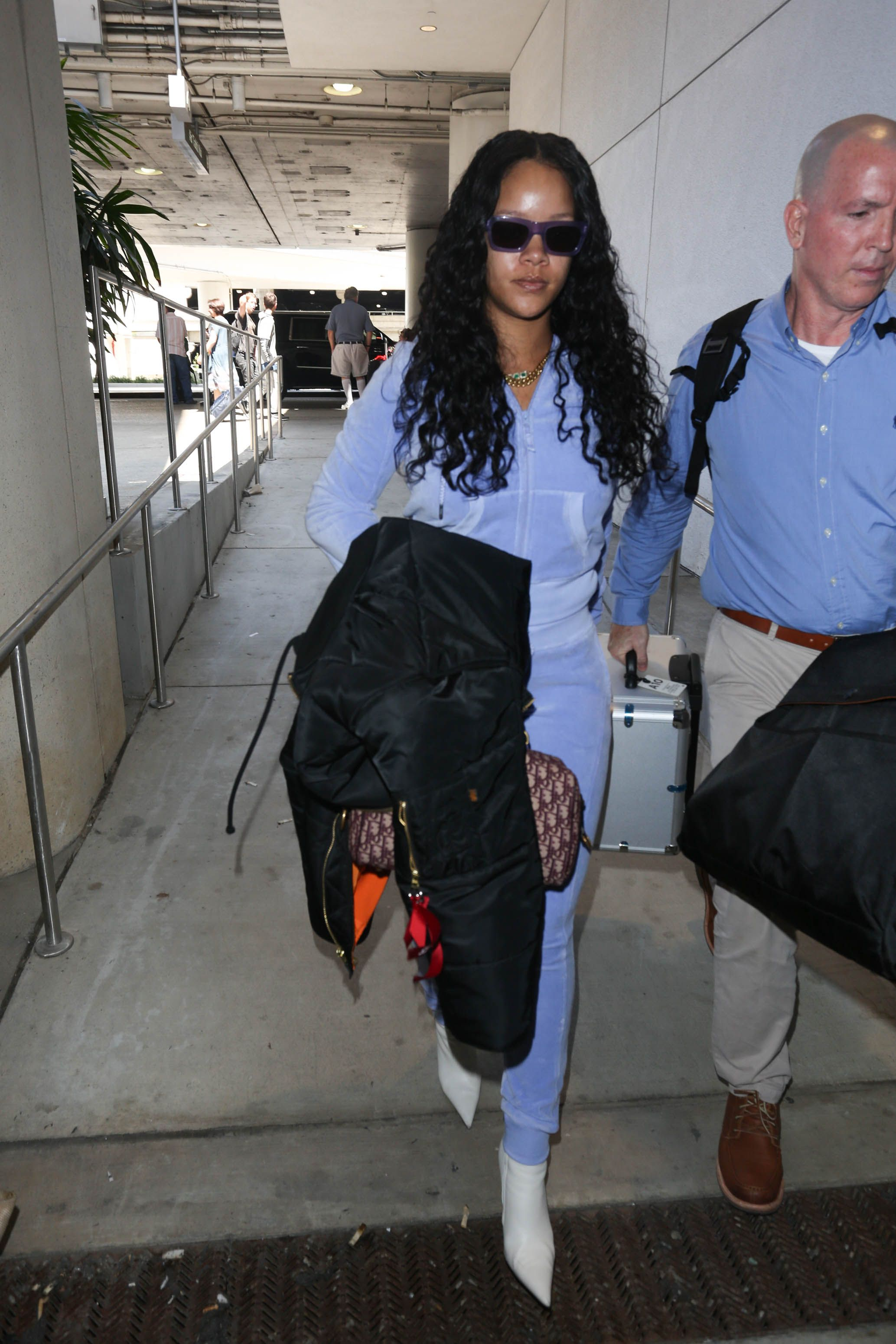 Rihannas Butt in This Tracksuit Is Straight BOIOIOING