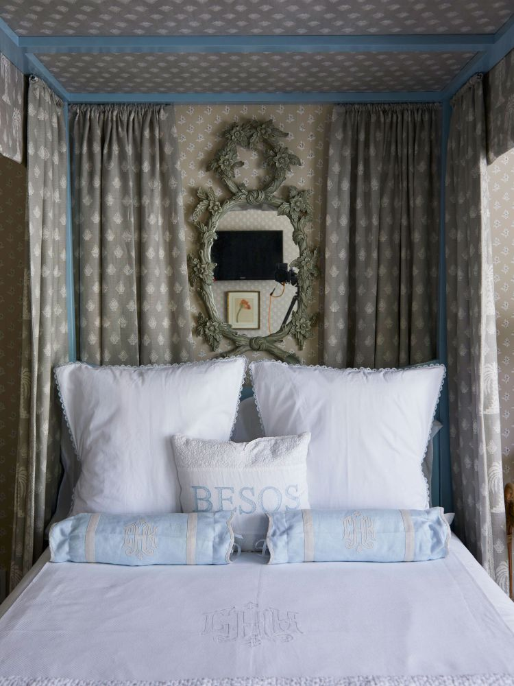 25 Dreamy Guest Bedroom Ideas And Essentials