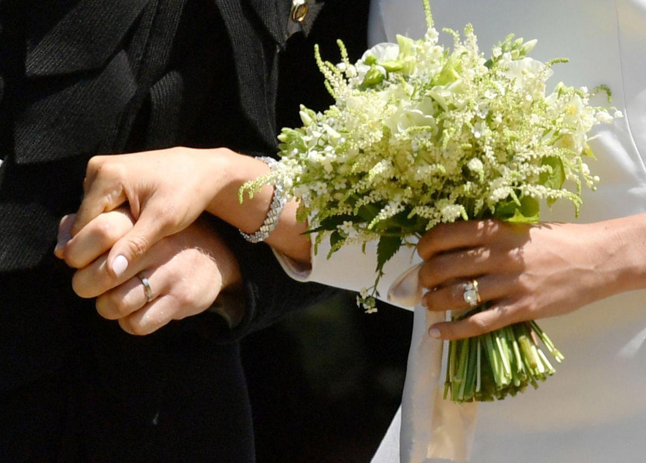Prince Harry And Meghan Markle Wear Wedding Bands Meghan Markle Royal Wedding Ring Photos