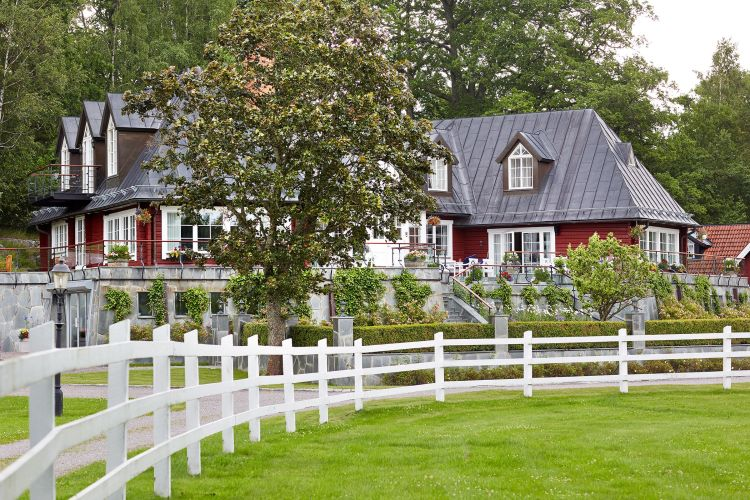 17 Best Backyard Privacy Fence Ideas For Every Style And Need