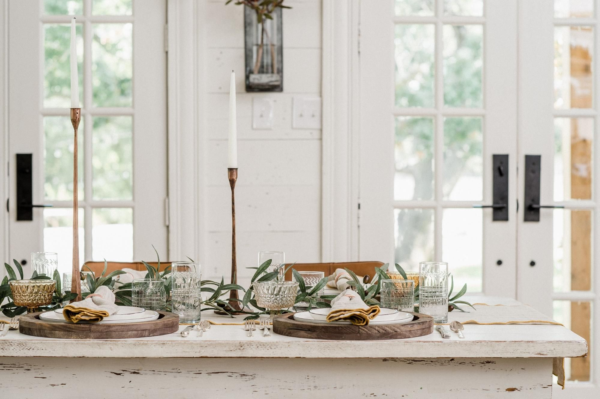Joanna Gaines S Thanksgiving Tablescape Joanna Gaines Decorating Tips