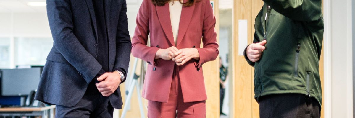 Kate Middleton Wore A Pink Pantsuit To An Nhs Call Center