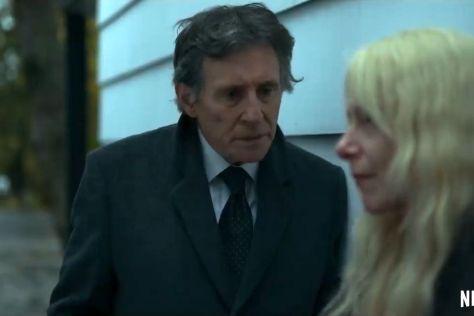 Amy Ryan & Gabriel Byrne in Lost Girls recensie op Netflix België