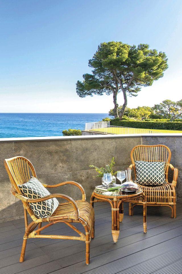 muebles de jardín butacas y mesa de centro de caña