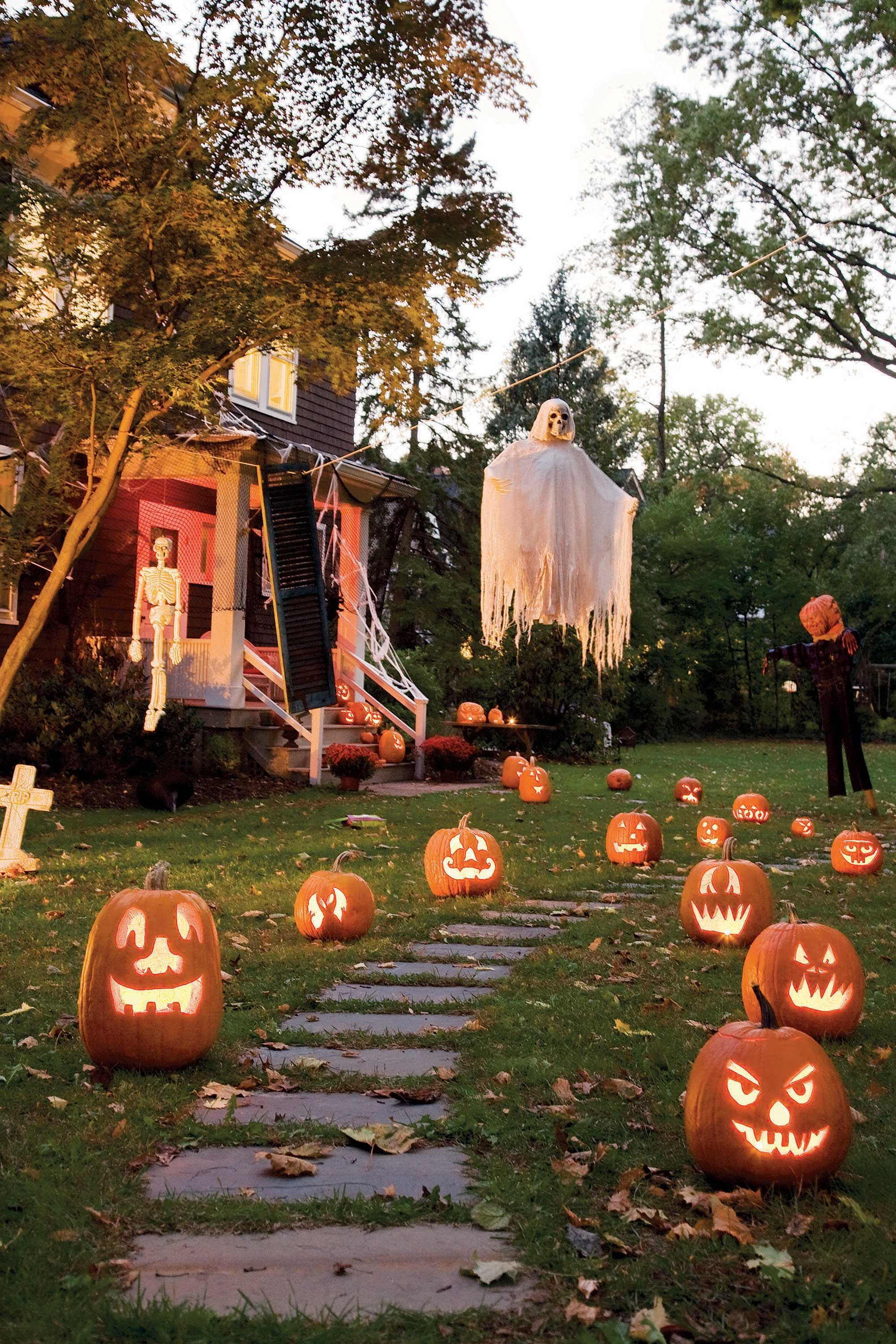 37 Scary Outdoor Halloween Decorations Best Yard And Porch Halloween Decorating Ideas