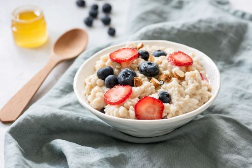 Porridge with berries in a bowl