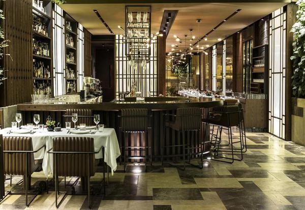 Con l'arrivo dell'estate, soprattutto dopo questi mesi incerti, cresce la voglia di partire, di. 5 Famous Luxurious Design Restaurants Indulge In One Of These Fascinating Locations