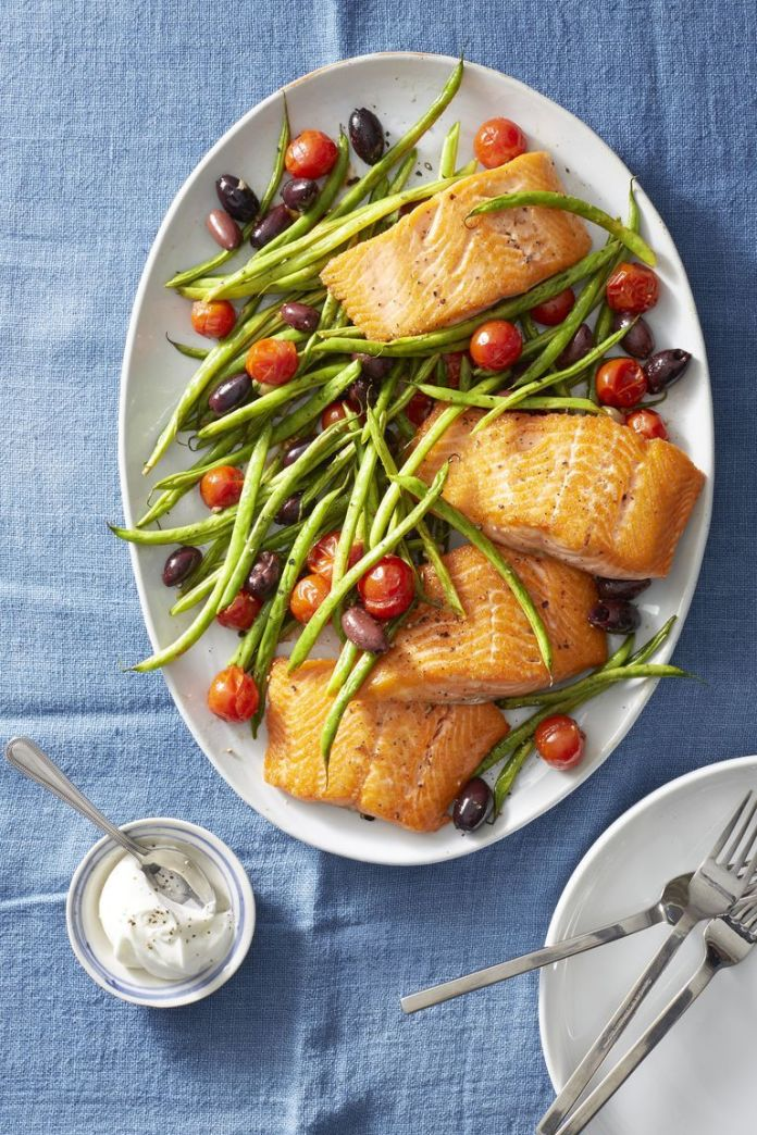 Roasted Salmon with Green Beans and Tomatoes - Healthy Lunch Ideas