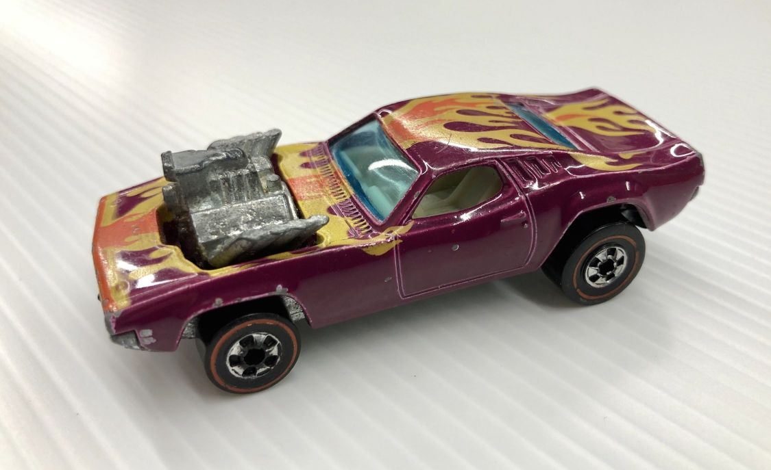hot-wheels-rodger-dodger-magenta-white