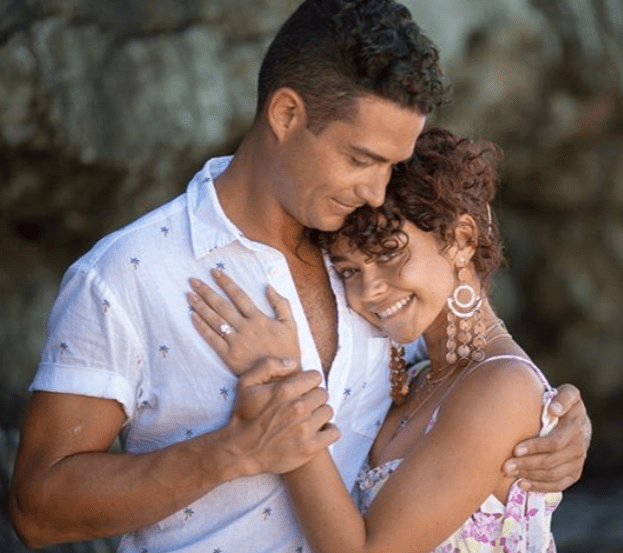 How Much Is Sarah Hyland Engagement Ring From Wells Adams