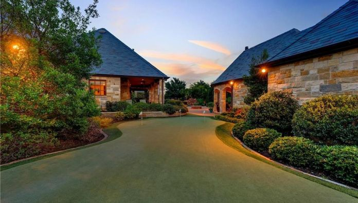 Selena Gomez Fort Worth, Texas Mansion Golf Course