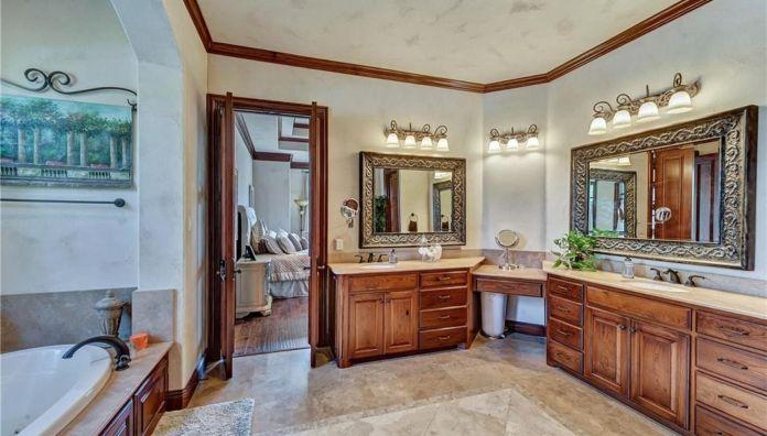Selena Gomez Fort Worth, Texas Mansion Master Bathroom