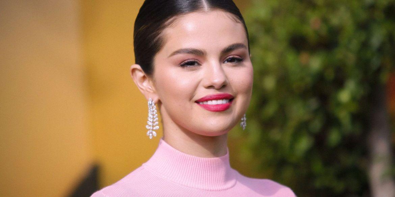 Selena Gomez celebra il suo album Rare con un nuovo tatuaggio