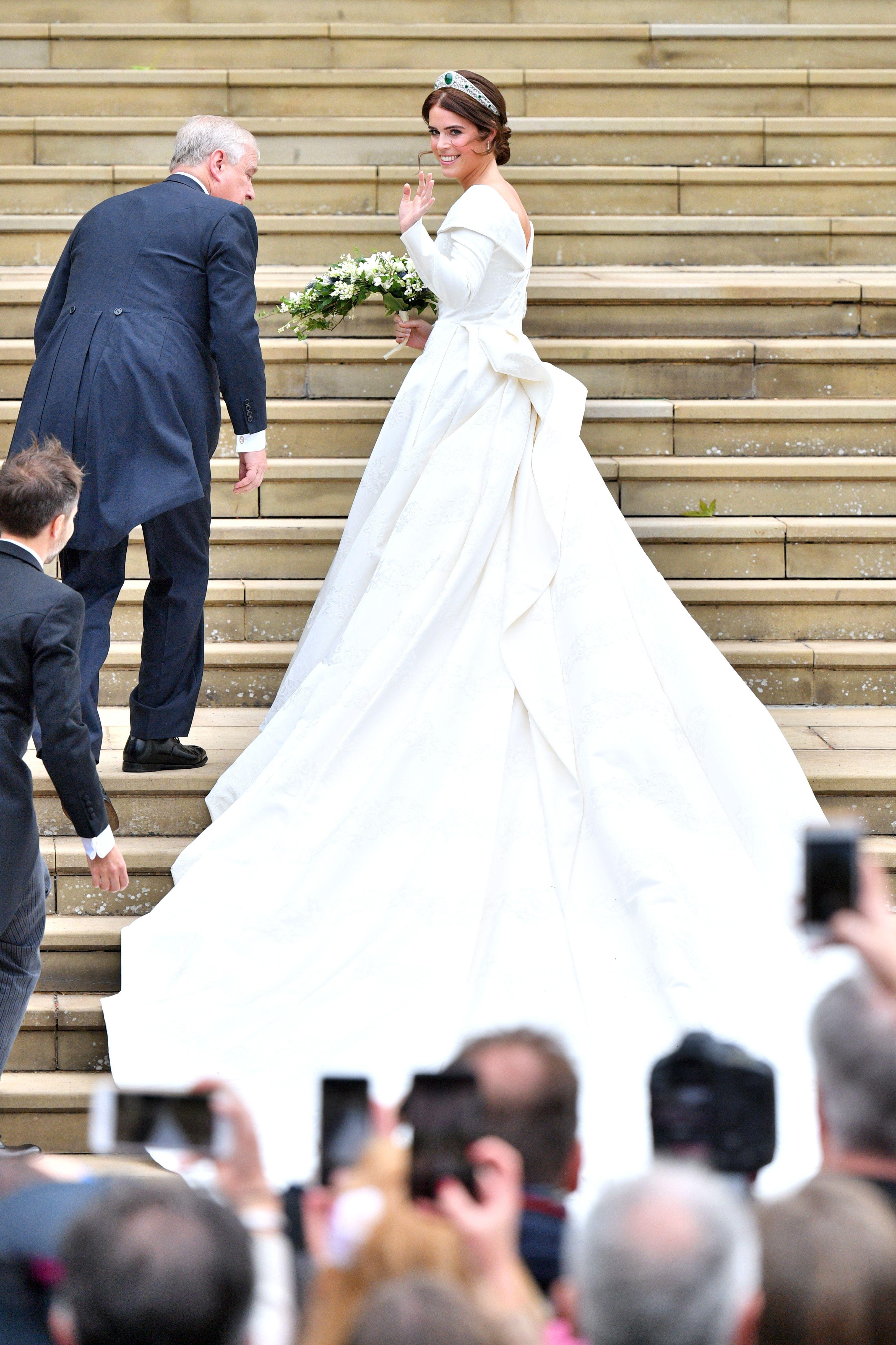 Princess Eugenies Wedding Dress Compared To Meghan Markle