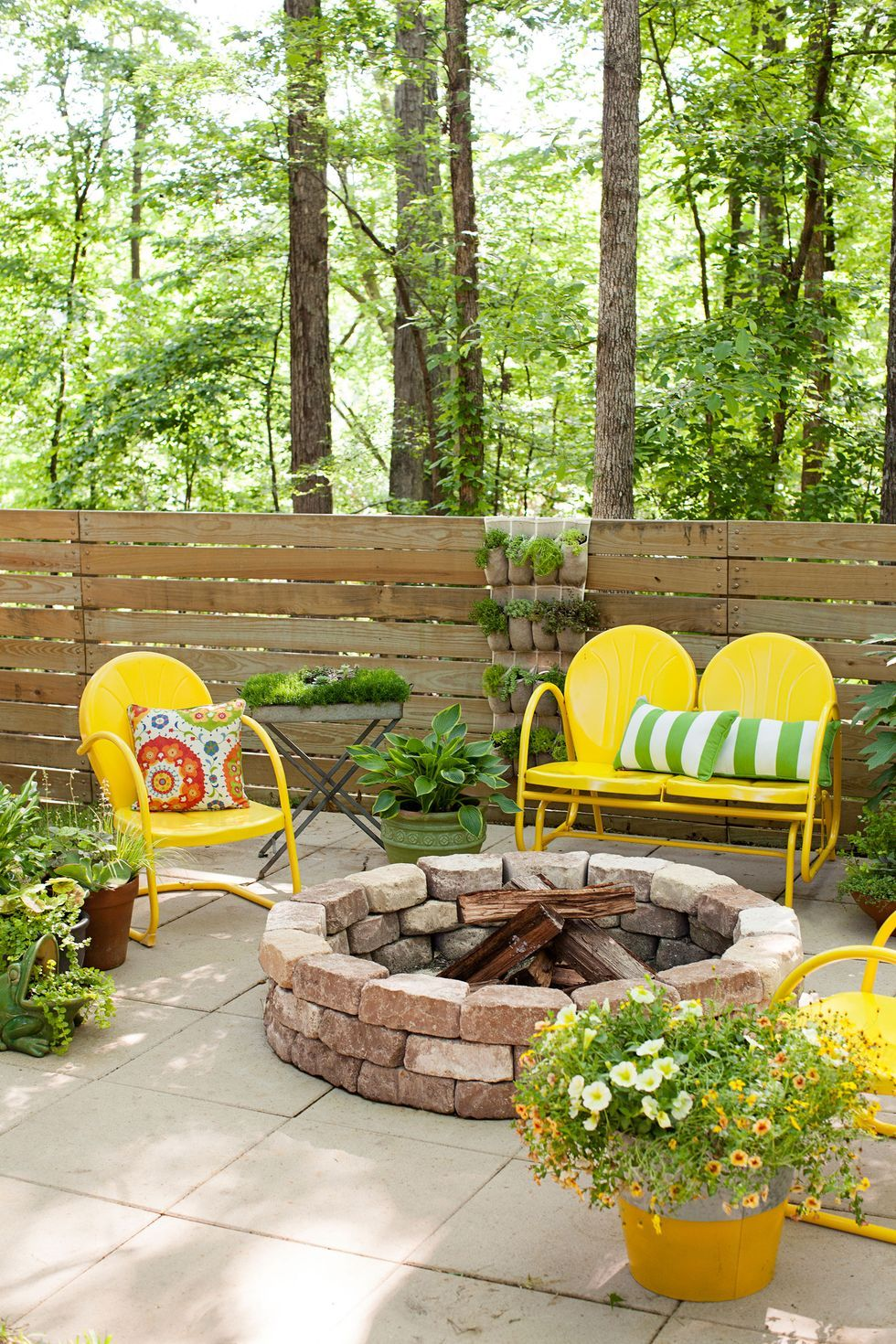 small backyard landscaping and patio