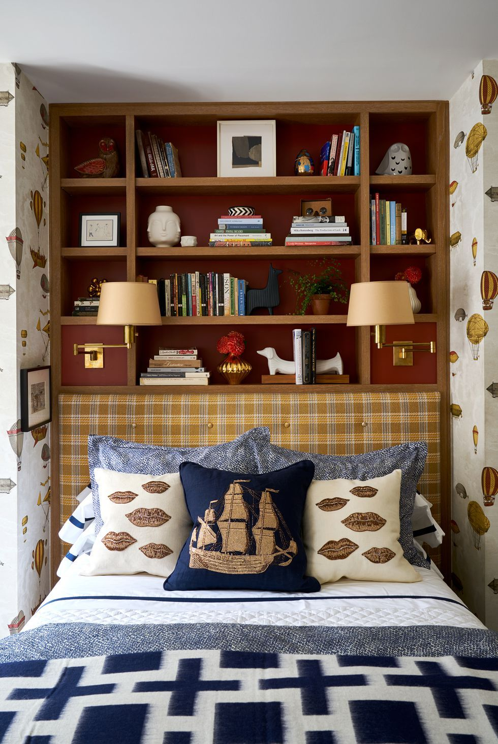 30 Small Bedroom Design Ideas - How to Decorate a Small ...