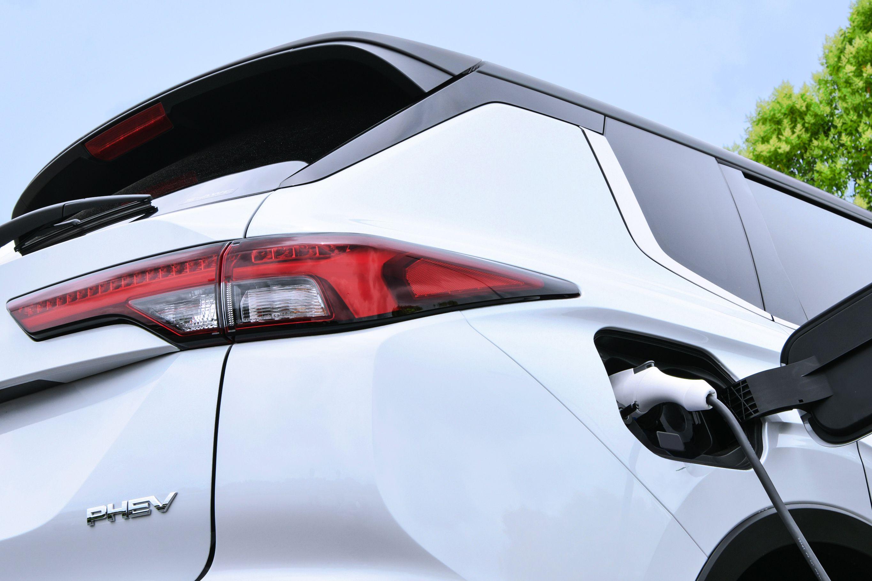 mitsubishi outlander plugin hybrid teaser