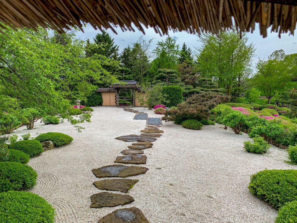 12 tranquil rock garden ideas