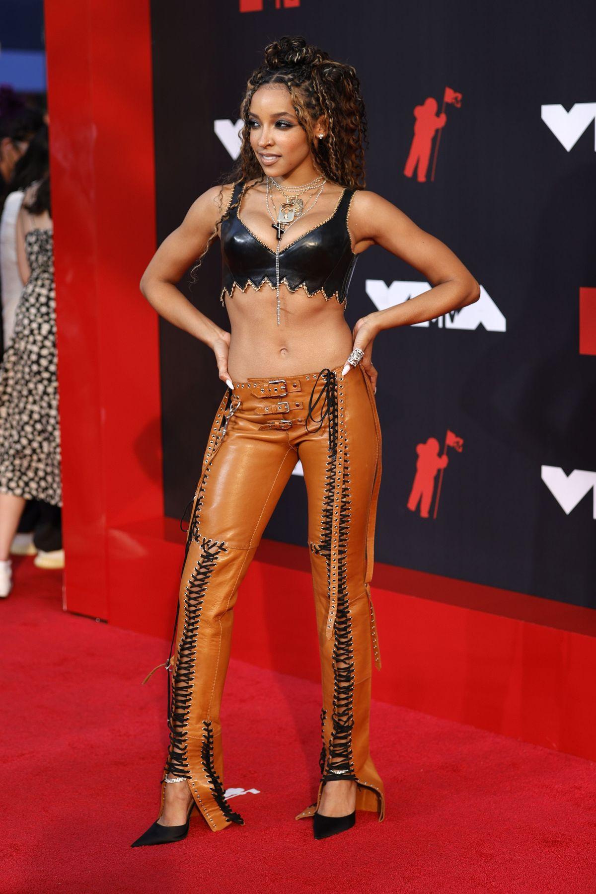 2021 mtv video music awards red carpet tinashe