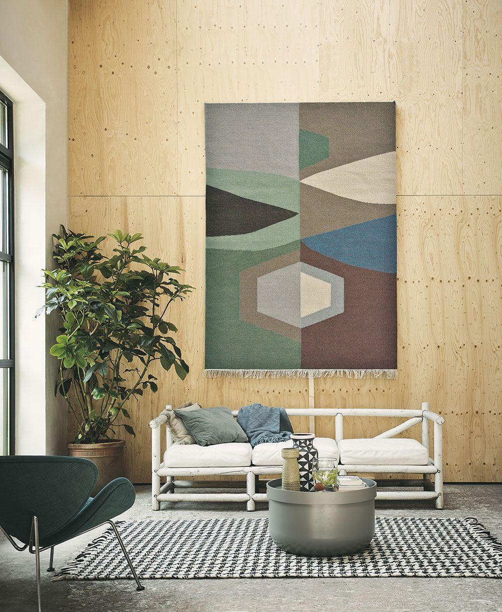 hanging rug interiors trend