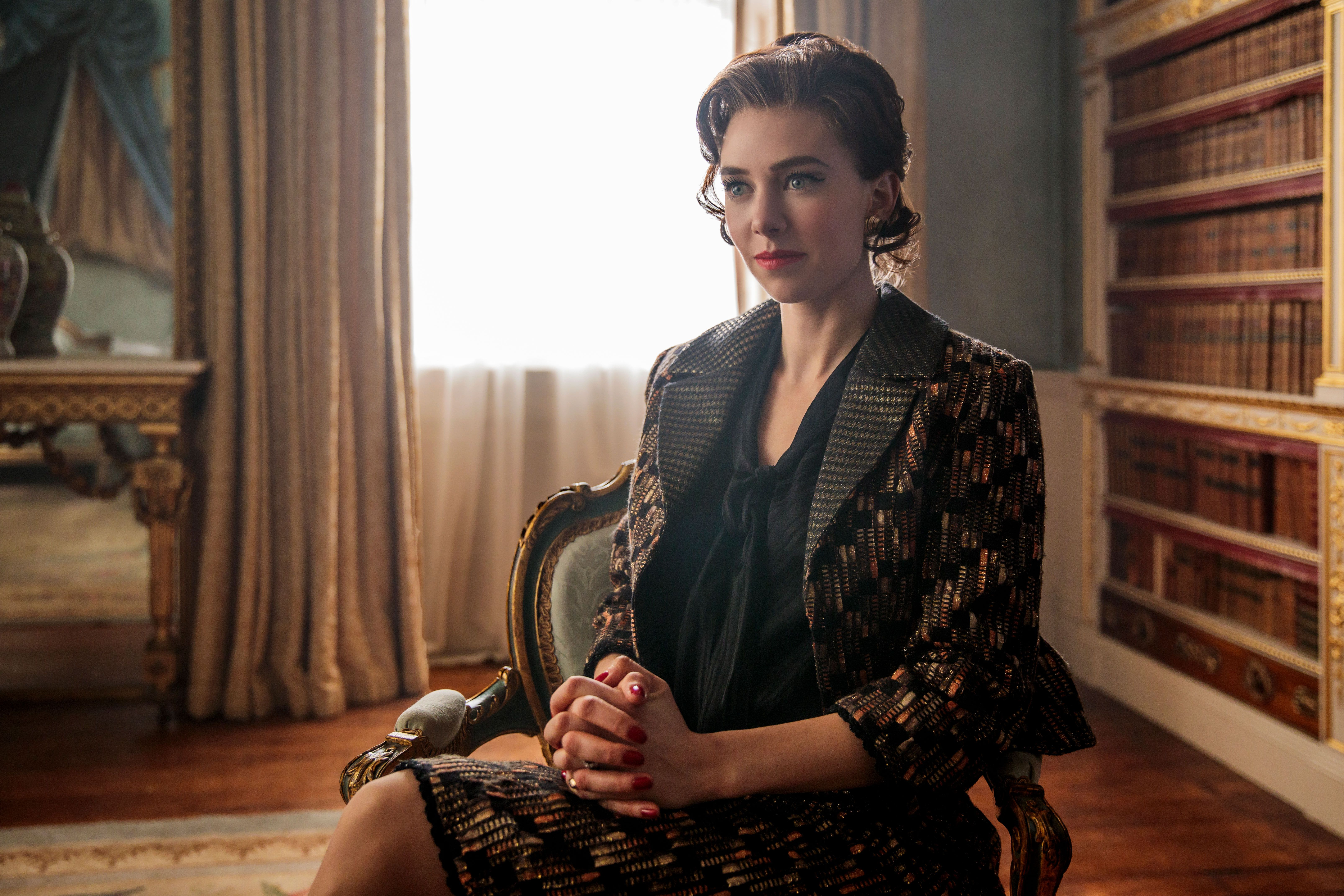 Fall Town Wallpaper The Crown Actress Vanessa Kirby Keeps Photos Of Princess