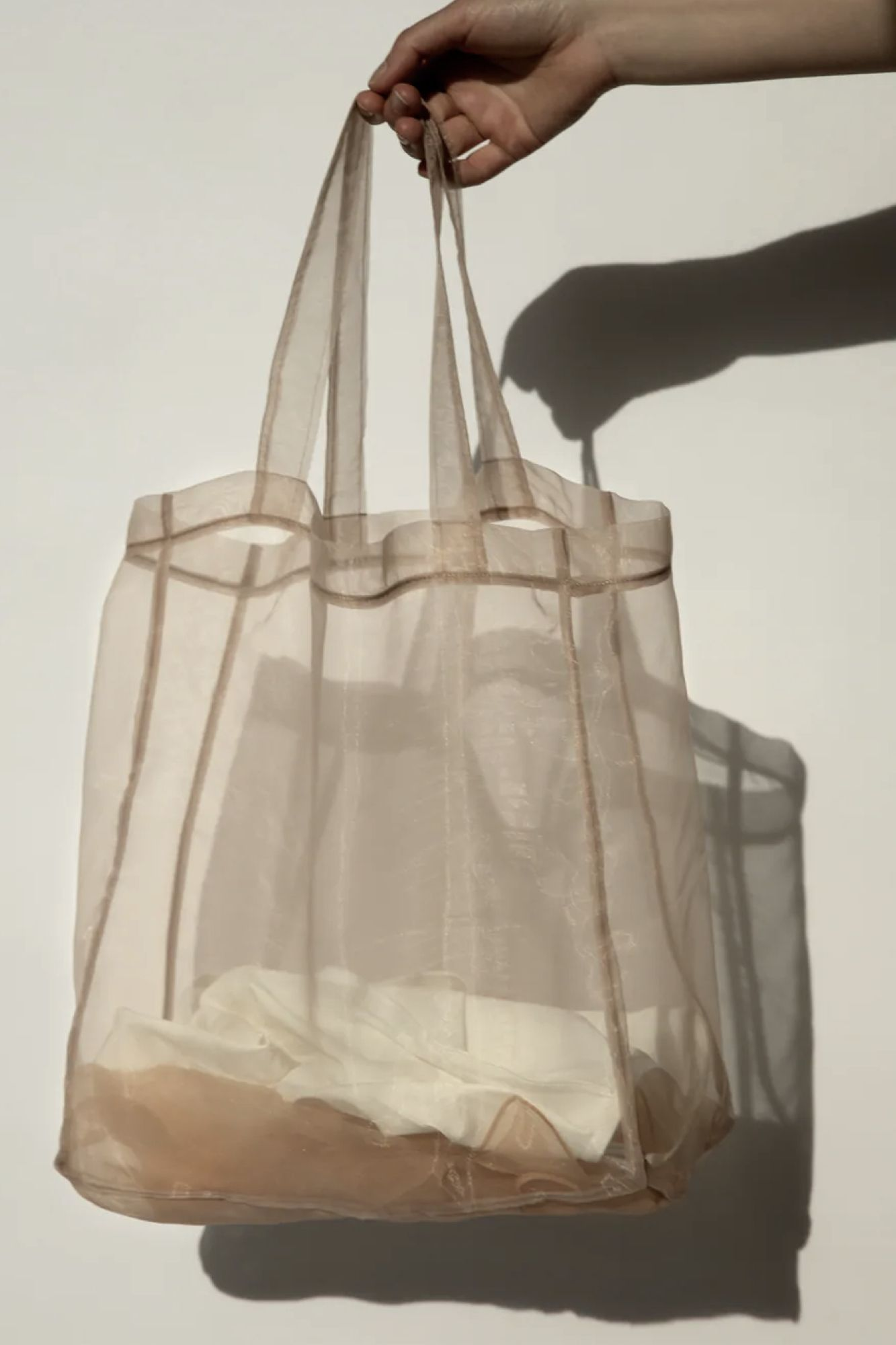 detalle bolsa de organza con conjunto de lencería premium edición limitada de zara