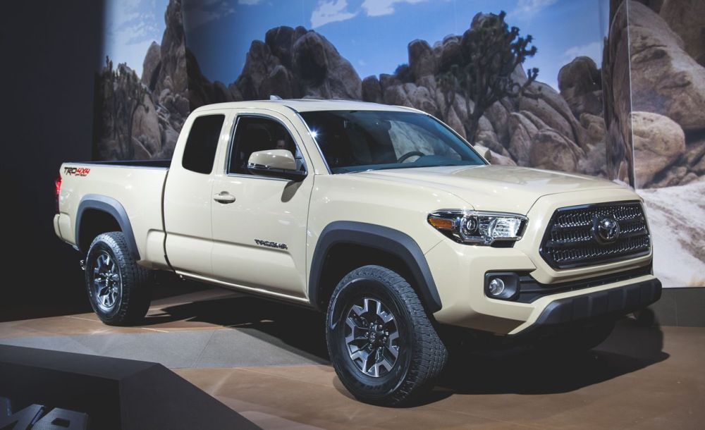 medium resolution of 2016 toyota tacoma debuts is mostly modern