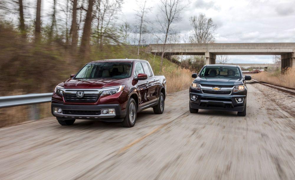 medium resolution of 2017 chevrolet colorado 4wd vs honda ridgeline awd comparison test car and driver